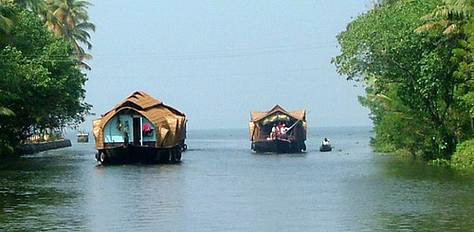 Athirapally-Munnar-Kumarakom Tour Package